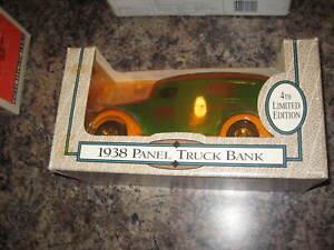 ERTL -- HWI 1938 Panel Truck Bank 1/25 Scale