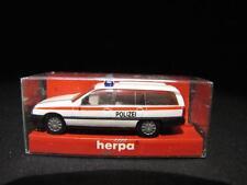 Herpa 42215 Opel Omega Caravan policía (CH) policía nuevo con embalaje original x07-0152