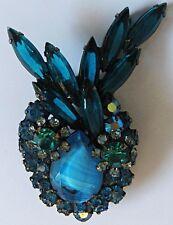 *VINTAGE JULIANA DIMENSIONAL SHADES OF BLUE ART GLASS & RHINESTONE BUNNY PIN*