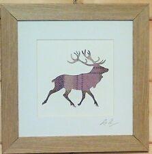 Scottsh Art Stag Deer encadrée Photo avec Lilas Tweed comme tissu