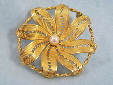 KRAMER FLOWER BROOCH Gold Plated Circle Pin Faux Pearl Vintage