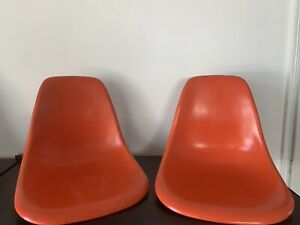 2x Herman Miller Eames Fiberglass Side Shell Chairs Orange