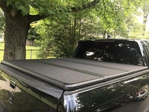 Genuine OEM 2017-2020 Honda Ridgeline Hard Tonneau Cover    ONLY USED 3 TIMES