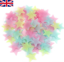 100 Multi couleur Glow in the Dark 3 cm étoiles Lumineuses STICK plafond Autocollant