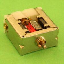 MOTEUR ELECTRIQUE MINIATURE COURANT CONTINU 6V 140mA PLAT 18x19x9,5 mm AXE 1,6mm