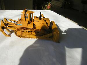 CCM  DRESSER  TD-40C Track Dozer  w/Ripper  1/48