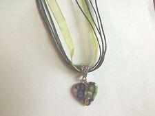 collier organza kaki avec pendentif coeur fleurs multicolores 21x20 mm