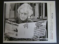 Glossy Press Photo 1988 June Robertson browsing at  Free Public Library