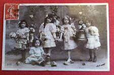 CPA. 1909. Cinq Petites Filles. Robes Habillées. Cloches. PÂQUES.