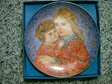 """1985 Mother'S Day Plate 1985 Edna Hibel - """"Erica And Jamie"""" - Porcelain Plate"""