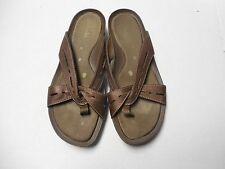 Womens Size 8.5M Clarks Bronze Leather Flip Flop Sandals