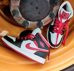 Nike Air Jordan 1 Mid (GS) Very Berry Black White 554725-016 Size 4Y-7Y