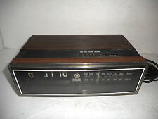 VINTAGE GE GENERAL ELECTRIC AM FM FLIP NUMBER ALARM CLOCK RADIO 7-4305F