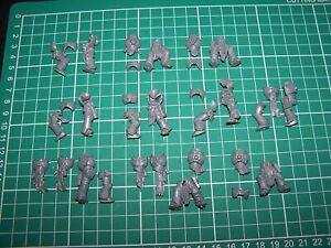 10 Chaos Space Marine Legs and Torsos bits