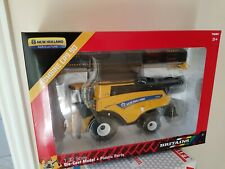BRITAINS NEW HOLLAND CR9.90 COMBINE 1/32 SCALE