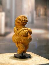 Venus von Willendorf ------ 24.000 - 22000 v. Chr.   --- 9 cm Höhe
