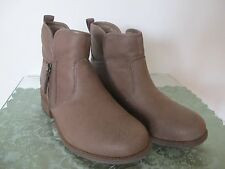 Ugg Australia women's brown water resistant leather ankle New boots 7