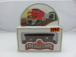 Bachmann Freight Cars 41' SANTA FE WOOD (Plastic) STOCK CAR N Scale 53-1015-02