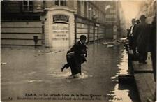 CPA La Grande Crue de la Seine. 84 Sauveteur. Rue du Bac (561689)