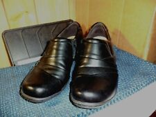 Clarks black leather boots booties womens size 8.5