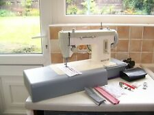 A BEAUTY FAMOUS SINGER MERRITT HEAVY DUTY Z/ZAG SEWING MACHINE,EXPERTLY SERVICED