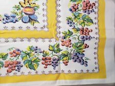 Tablecloth Fruit Grapes 4 Napkins Set Topper VTG Yellow White