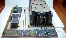 "Diesel maintenance depot ""freightliner"" diorama with lights OO/HO suit hornby"