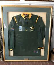 TEAM AUTOGRAPHED NIKE SOUTH AFRICA 1999 SPRINGBOKS RUGBY JERSEY #21/80 FRAMED