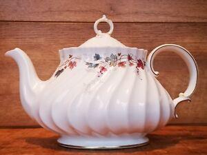 Royal Doulton Large Canterbury H4965 Fluted Teapot  White Garlands Gold Trim