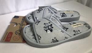 Dearfoam Slippers Women's Floral Gray/Black Size 9/10 Slide Open-Toe Quilted