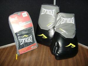 Everlast ProStyle Grappling Gloves S/Medium Black 7778BSM & 14oz Evershield boxi