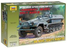 Hanomag Sd.kfz.251/1 Ausf.b 1:35 Plastic Model Kit ZVEZDA
