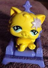 Littlest Pet Shop Cat #692 Persian Yellow Purple Throne Chair McDonald Diamond