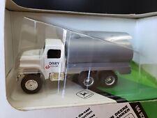 Ertl John Deere Milk Tanker Truck Diecast 1:64
