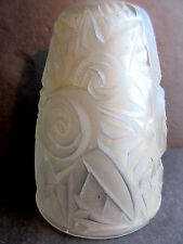 Tulipe de lampe aux Roses stylisées Art Déco, pâte de verre incolore, applique