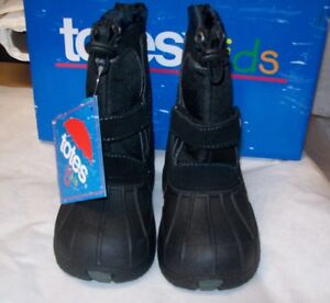 BOYS TOTES KIDS WATERPROOF SHELL BOOTS .TRENT BLACK SIZE 11 M NEW IN BOX