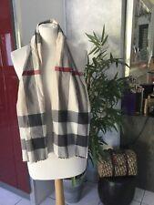Foulard cheche Burberry tartan beige,rouge et gris très bon état