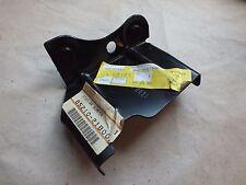 NUOVO Originale Nissan Micra K10 88 > R/H STAFFA PARAURTI POSTERIORE 85210-21B00 N25