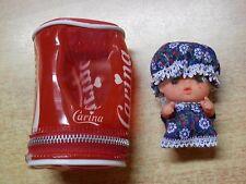 Vecchia Bambola CARINA in lattina tipo Coca Cola con cerniera lampo 9 cm d epoca