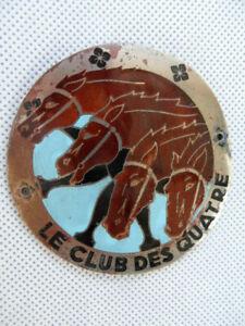 plaque de calandre ancienne modèle rare LE CLUB DES QUATRE
