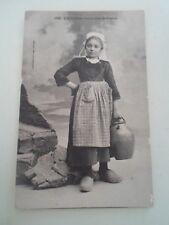 A La Fontaine Jeunes Filies De Tregune - Vintage Postcard  §B26