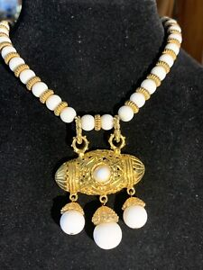 LES BERNARD 80S RUNWAY STATEMENT NECKLACE GOLD TONE BEADED PENDANT CHOKER WHITE