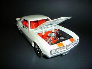 Yat Ming - Road Legends - 1/18 - 1967 Camaro Z-28 - White With Orange Stripes