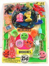 Rings Pins Spacemen Dinosaur Chains Charms Gumball Vending Machine Disp Card #86