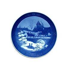 "Royal Copenhagen 1999 Christmas Plate - ""The Sleigh Ride"" (1901099)"
