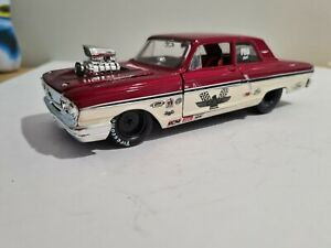 Maisto 1;24 scale 1964 Ford Fairlane Thunderbolt 427 PRO 1964 Red over Silver