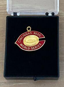 VINTAGE 1975 MLB CINCINNATI REDS WORLD SERIES PRESS PIN CHARM vs RED SOX