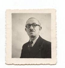 Portrait homme lunettes rondes identité photomaton - photo ancienne an. 1950
