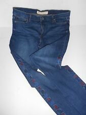 BRAND NEW W TAGS GAP 31 TALL JEANS  EMBROIDERY DOWN THE SIDES COOL