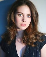 Alison Brie 8x10 Photo #3